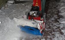 Sneeuwborstel voor sneeuwvrij maken
