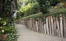 Tuin van familie van Lin tegen steilrand