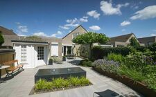 Tuinontwerp Van der Vught -Cox levendige en onderhoudsvriendelijke tuin